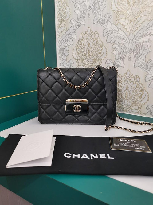 #24 Like New Chanel beauty lock Quilted Medium Black Goatskin with light GHW