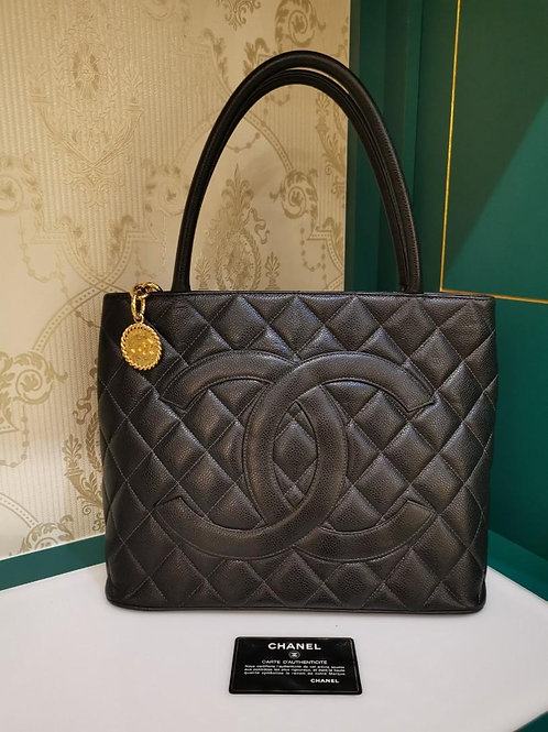 #5 Excellent Chanel Medallion Tote Black Caviar GHW