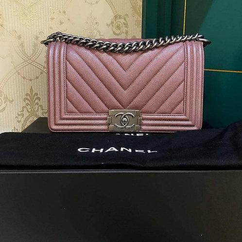 #26 LNIB Chanel Boy Chevron Old Medium Dark Pink Caviar RHW