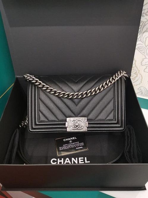#24 LNIB Chanel Boy Chevron Old Medium Caviar Black RHW