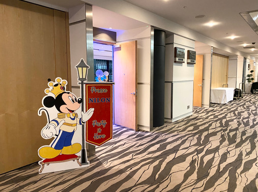 Mickey Royale Entrance 2.jpg