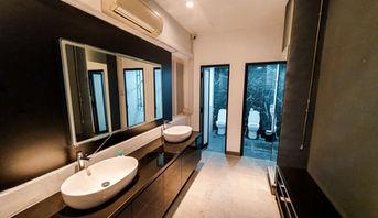 Modern Toilet & Shower