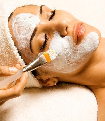 Gesichtsbehandlung und Fruchtsäurpeeling