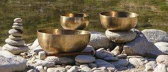 Klangschalen am Wasser WEB.png