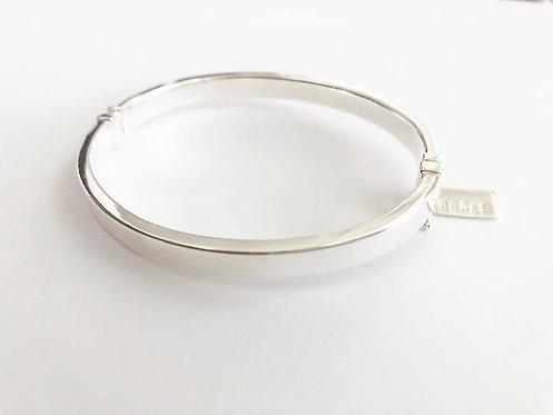 Sterling Silver Oval Hinged Bracelet - 6mm