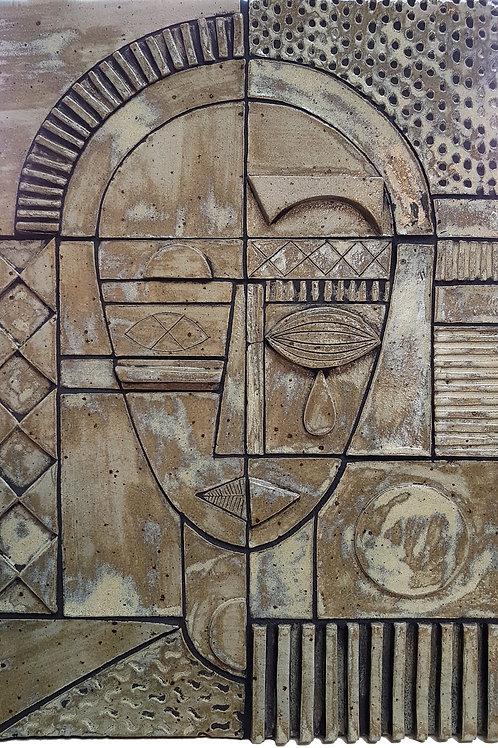 Relief i keramik af Tine Helleshøj