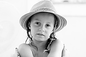 Portrait d'une enfant au chapeau