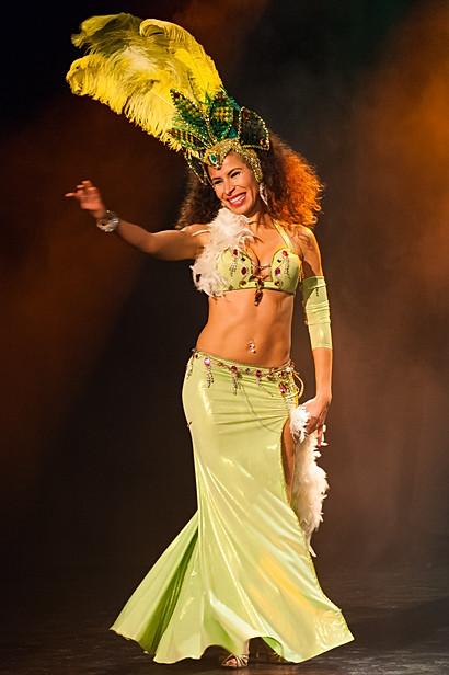 Salutation d'une danseuse orientale