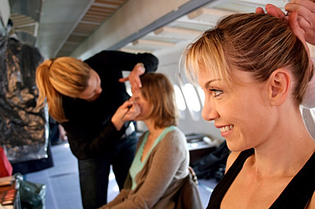 Séance de maquillage avant un tournage