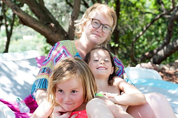 Scène de vie de famille, une mère et ses filles