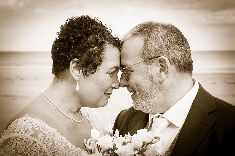Les mariés droit dans les yeux