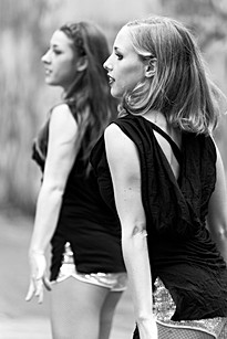 Des danseuses salsa répètent leur chorégraphie