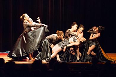 Final sur scène durant un spectacle de danse orientale