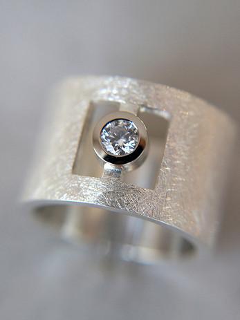 Silberring mit Brillant_bearbeitet.jpg