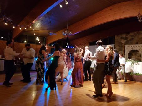 Should Your Wedding DJ Live Mix?