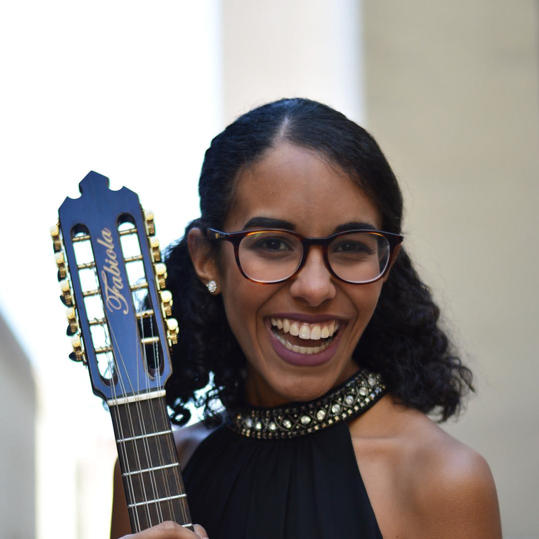 Fabiola Mendez (cuatro/vocals)