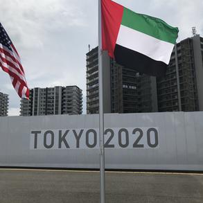 علم الإمارات يزين القرية الأولمبية في طوكيو، تمهيداً لاستقبال رياضيينا المشاركين بالنسخة الثانية والثلاثين من دورة الألعاب الأولمبية. وتتكون القرية من 21 مبنى سكني و 3800 شقة، وتقع في منطقة هارومي بالعاصمة اليابانية.