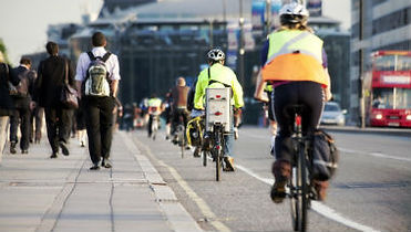 Commuters on foot and cycling - Stock im