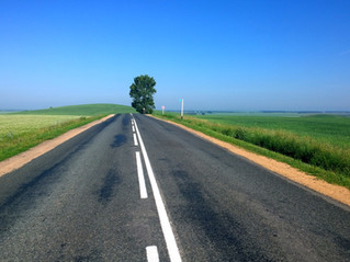 沖縄の道路は滑りやすい?