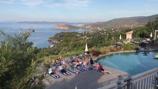 Yoga dans un cadre de rêve