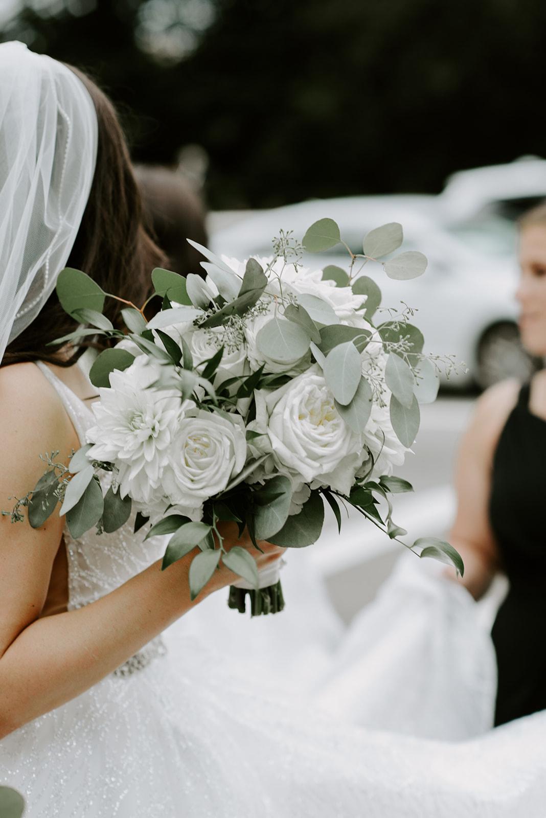 PAIGEANDDJ-bridemorning-madelinerosephot