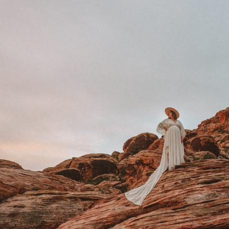Boho Maternity Pictures at Valley of Fire \\ Kolleen's Maternity Session