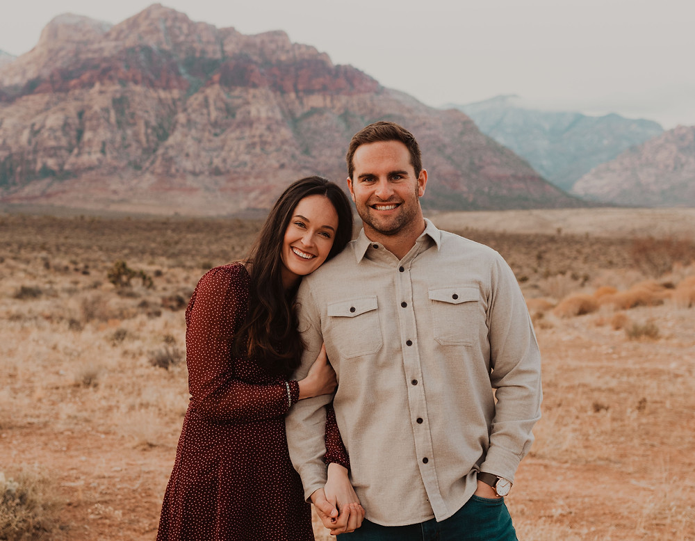 Red Rock canyon engagement pictures in the snow. Captured by las vegas wedding photographer hayway films.