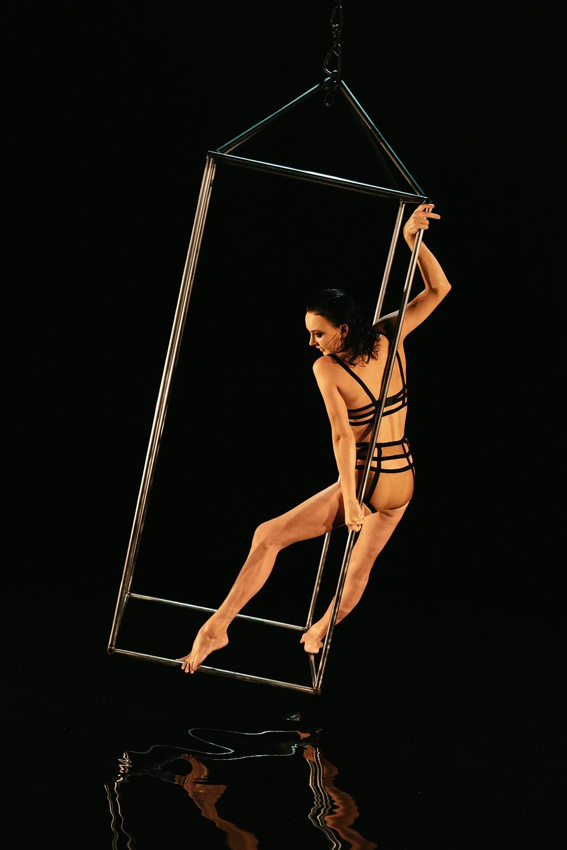cirque du soliel performed hangs upside down doing the splits captured by Las Vegas videographer hayway films