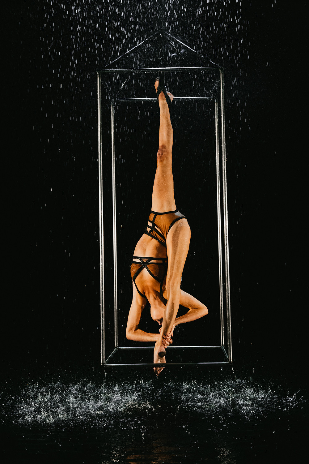 cirque du soliel performed hangs upside down doing the splits captured by Las Vegas videographer hayway films