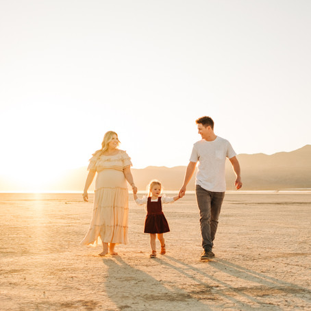 Dry Lake Bed Maternity & Family Session | Kenzie & Tommy