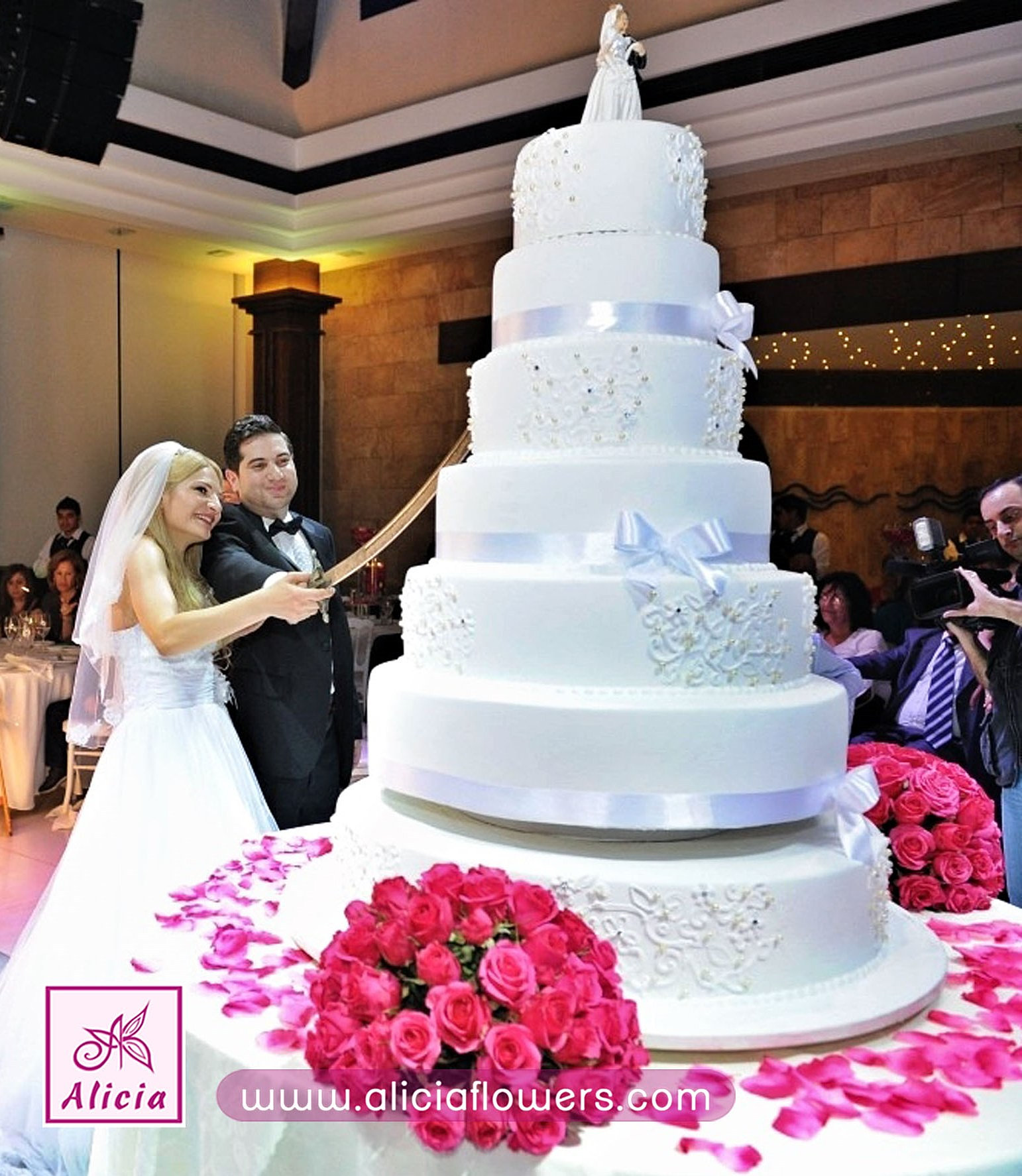 wedding cakes lebanon wedding flowers lebanon chocolates souvenirs carriage 24888