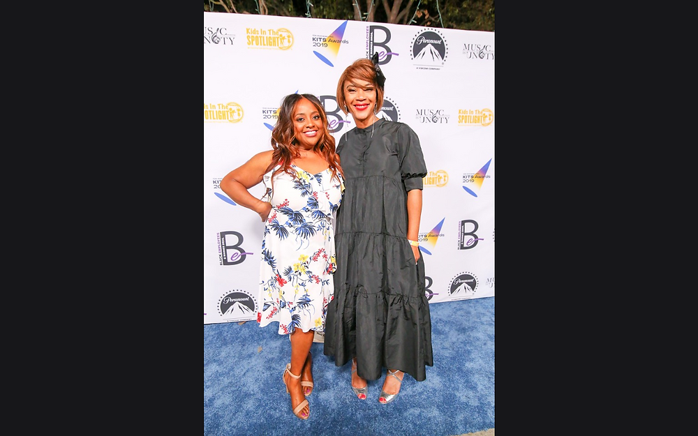 Longtime supporters received a delightful surprise when the first host of the event, actress-comedienne Sherri Shepherd arrived to present the Jordan Award to honoree, Regina Louise Kerr-Taylor.