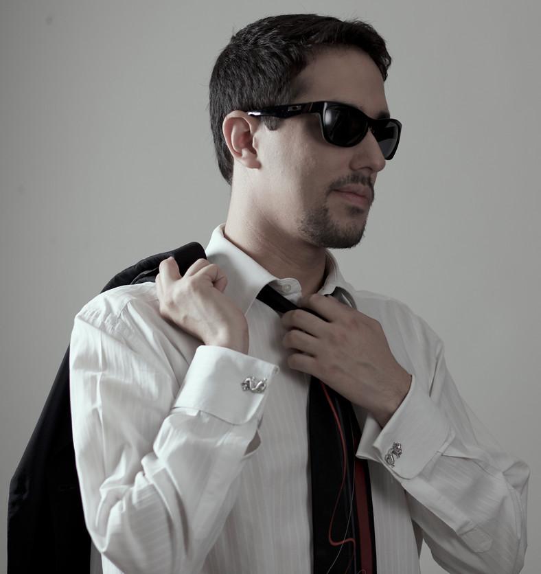 Luis Bond