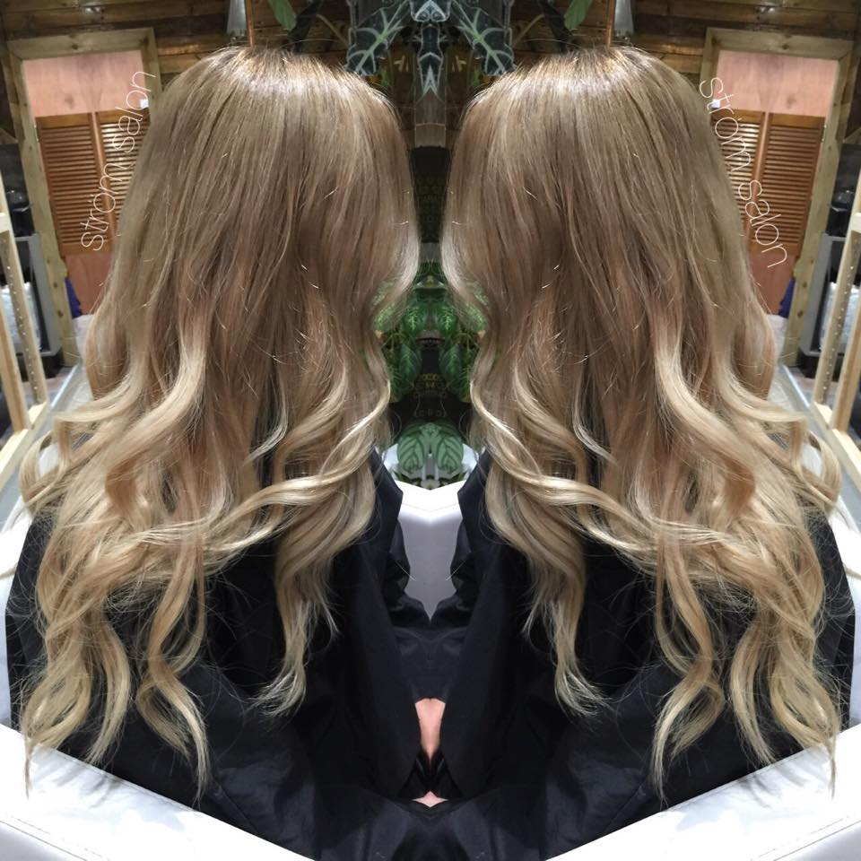Beige blonde Balayage ombre