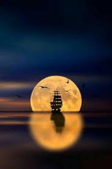 eclissi di luna con barca.jpg