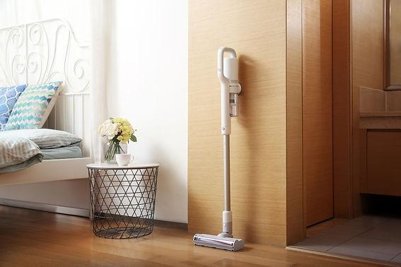 Vacuum cleaner wall mount charging.jpg