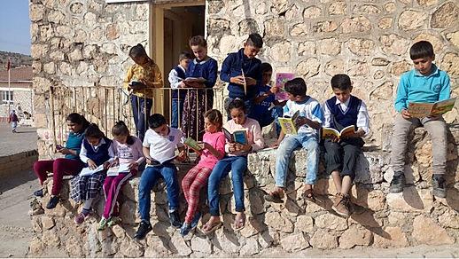 9 Kasım 2017 tarihinde Dilek Gönülleriyle birlikte Mardin Midyat Çalpınar köy okuluna düzenlemiş olduğumuz yardım gecesinde toplanan gelir ve kitaplar okulumuza ulaşmıştır.