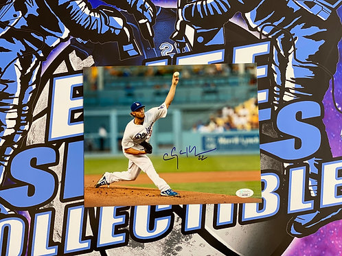Clayton Kershaw Signed 8x10 Photo (JSA)