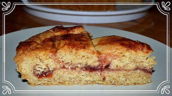 Линцерский пирог с апельсиновым мармеладом  Присутствие большого количества молотого миндаля делает этот песочный пирог мягким и воздушным. Вкус миндаля дополняется вкусом домашнего мармелада из красного апельсина и тонкой ноткой корицы. Домашняя выпечка Светланы Коноваловой