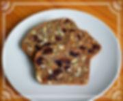 Острые крекеры с семенами.Эти уникальные крекеры состоят из цельнозерновой муки, семян льна, семян тыквы, фиников и клюквы. Вкусовыми акцентами являются апельсин, кардамон и черный перец. Это полезное лакомство можно использовать вместо хлеба и не бояться поправиться. Домашняя выпечка Светланы Коноваловой