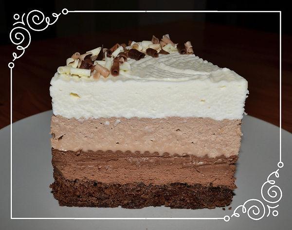 """Торт """"Три шоколада"""". Один из самых популярных тортов, включающий в себя три слоя, изготовленных из разных видов великолепного бельгийского шоколада. Вкусовой константой  выступает ирландский сливочный ликер, очень тонко объединяющий три разных вкуса. Домашняя выпечка Светланы Коноваловой."""