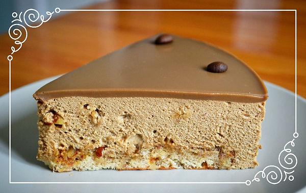 Торт кофейный с миндалем   Сладкий карамелизированный миндаль и горький кофе - два основополагающих вкуса этого бесподобного торта. Нежнейший бисквит, буквально слившийся с муссом, и вкуснейшая кофейная глазурь с белым шоколадом. Настоящее кофейное искушение.... Домашняя выпечка Светланы Коноваловой