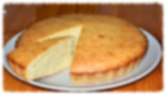 Мягкий, рассыпчатый манный пирог с характерным традиционным вкусом.