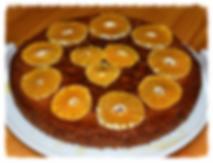 Необычный пирог, в основе которого молотый миндаль, щедро пропитан сиропом из сока клементинов.
