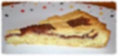 Тесто для этого пирога отличается необычной воздушностью, просто тает во рту. Выпекается с вареньем на ваш вкус.