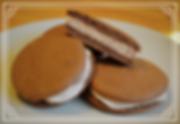 Вупи-пай.Шоколадные бисквитные пирожные с вкуснейшим кремом из арахисовой пасты. Размер каждого пирожного около 10 см в диаметре. Домашняя выпечка Светланы Коноваловой