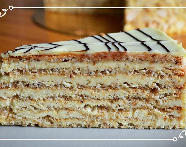 """Торт """"Эстерхази"""" Этот торт носит имя самого известного аристократического рода Австрии. Действительно, он сочетает в себе утончённость, элегантность и при всей его простоте - изысканность вкуса.  Лёгкое похрустывание, невесомые ореховые коржи на меренге, нежный заварной крем и тонкий слой глазури из белого шоколада. Как и другие торты по рецепту знаменитого австрийского шефа Карла Шумахера, этот торт отличает умеренная сладость и богатство вкуса. Домашняя выпечка Светланы Коноваловой."""