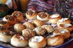 Arab_Mini esfiha aberta de carne e ricota e burreka de queijo_Gabriela Temer (7)