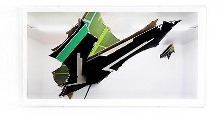 Felix Schramm, Bent, 2015, collage e teca in plexiglass, cm 43,5 x 24 x5,5