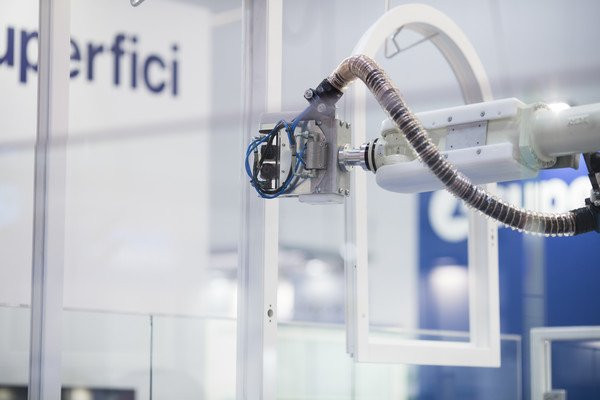 Superfici Maestro Robotic Window Sprayer